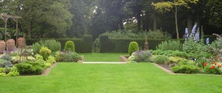 2_Country_House_Gardens